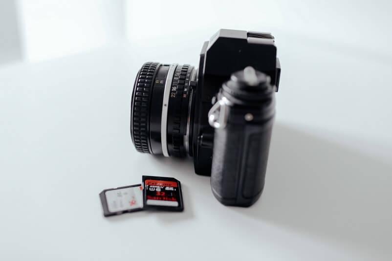 Kamera mit zusätzlichen SD-Speicherkarten